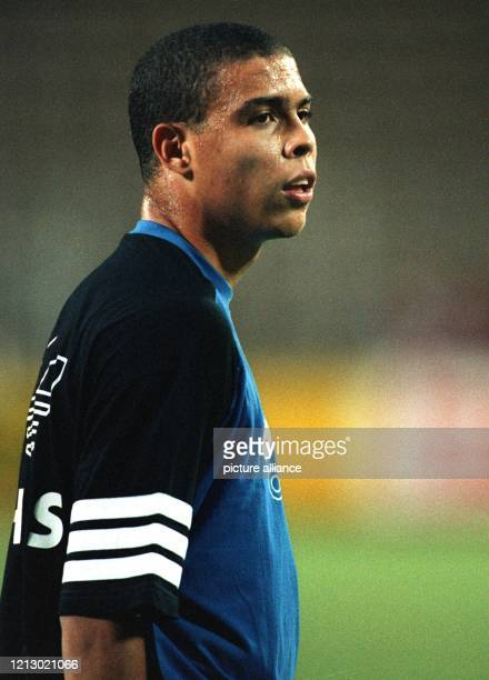 Einen Tag vor dem UEFA-Cup-Rückspiel seines Clubs PSV Eindhoven gegen Bayer 04 Leverkusen am 27.09.94 verlängerte der gerade 18 Jahre alt gewordene...
