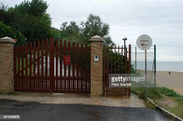 Einfahrt Tor zum Grundstück des krebskranken Luciano Pavarotti Straße Viale Vargavia am Strand Baia Flamina Pesaro Italien Europa