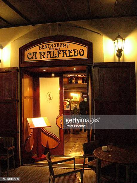 "Eingang zum Restaurant ""Can Alfredo"" am Abend, Ibiza-Stadt, Insel Ibiza, Balearen, Spanien, Europa, Tisch, Stuhl, Eingang-Tür, beleuchtet, Logo,..."