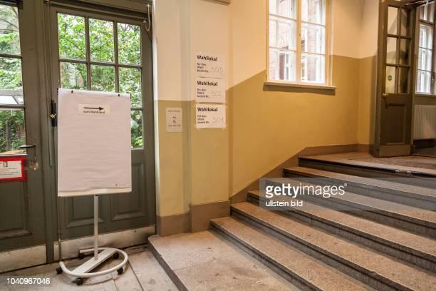 Eingang zum Wahllokal in Berlin zur Bundestagswahl 2017