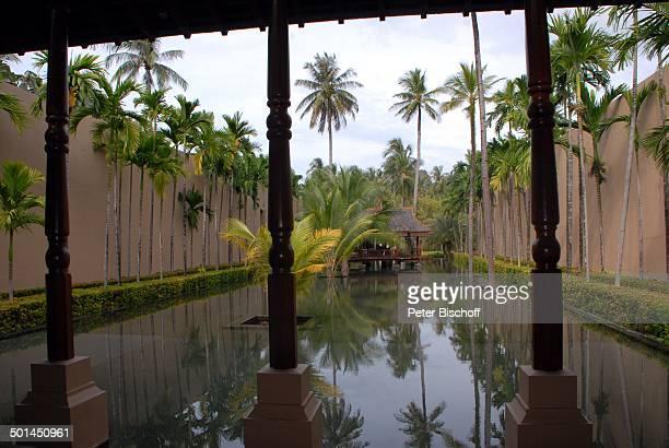 Eingangsbereich mit Blick auf Künstlich angelegten See mit AussenRezeption 5SterneLuxushotel Four Seasons Resort Insel Langkawi Malaysia Asien Hotel...