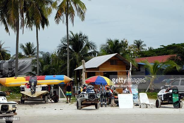 Einheimische beim WasserskiVerleih Strand von Pantai Cenang Insel Langkawi Malaysia Asien Meer Boote am Strand Reise NB DIG PNr 1836/2011