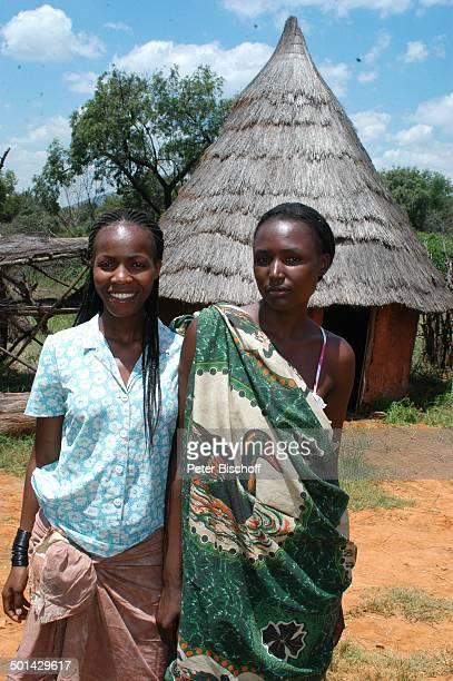 Einheimische Frauen vor Hütte Glen Afric Country Lodge Hartbeespoort bei Pretoria Südafrika Afrika Reise BB DIG PNr 240/2006