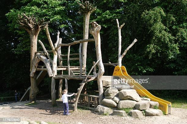 Einheimische Kinderspielplatz Hembergstrasse Worpswede Teufelsmoor Niedersachsen Deutschland Europa K—nstlerkolonie K—nstlerdorf Spielplatz spielen...
