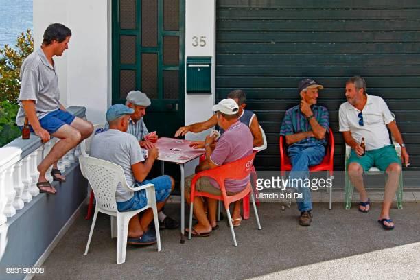Einheimische Männer beim Kartenspielen Jardim do Mar Madeira Portugal