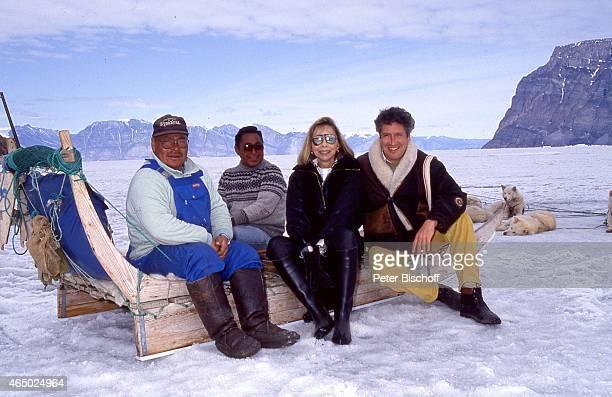 Einheimische Monika Peitsch Volker Brandt am Rande der Dreharbeiten zur PRO 7Serie Glückliche Reise Folge 21 Grönland am auf Grönland