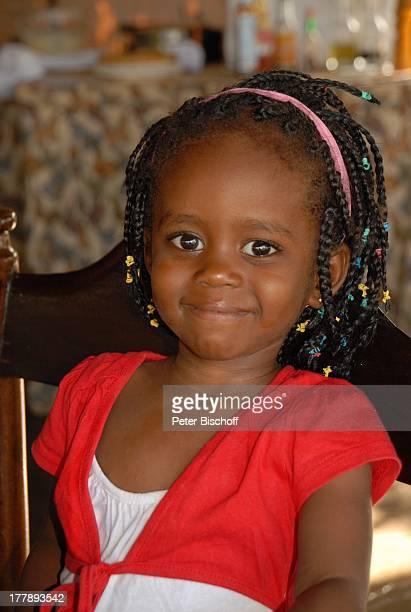 Einheimisches Mädchen HotelAnlage Severin Safari Camp Tsavo West Nationalpark KitaniRegion zwischen Mombasa und Nairobi Kenia Ostafrika Afrika...