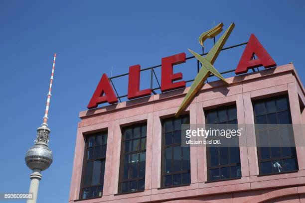 Einkaufszentrum Alexa am Alexanderplatz in Berlin mit Fernsehturm Logo Schriftzug