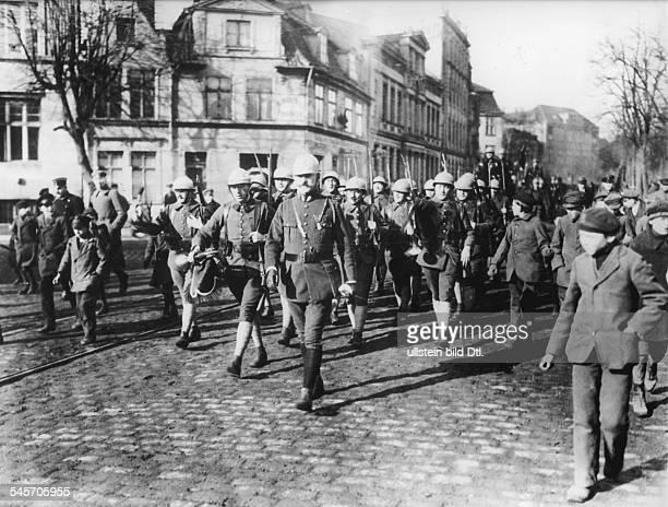 Einmarsch der französischen Truppen die neben einer britischen Einheit den Schutz der Freien Stadt Danzig übernahmen