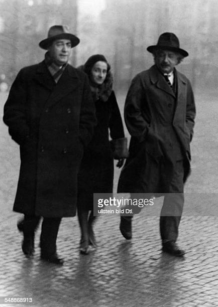Einstein Albert physicist Germany/USA *14031879 with his daughter Margot and Russian writer Dimitrij Marianow in Berlin Vintage property of ullstein...