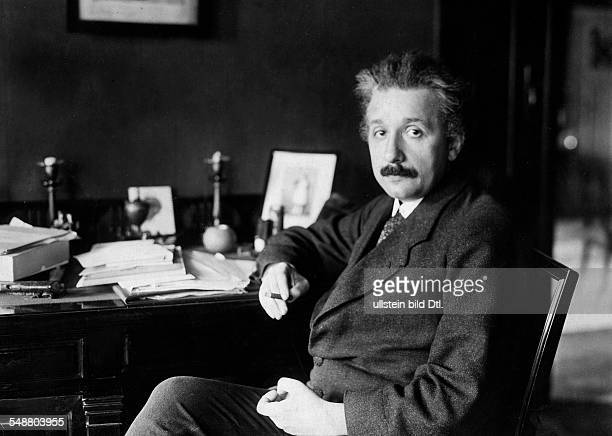 Einstein, Albert - Physicist, Germany/USA *14.03.1879-+ - at his desk - - Vintage property of ullstein bild
