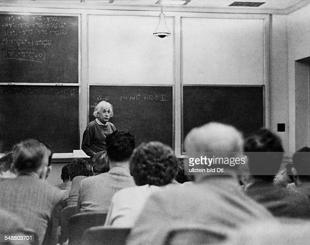 Einstein Albert physicist Germany/USA *14031879 at his first lecture at the 'Institute for Advanced Studies' Princeton University 1933 Vintage...
