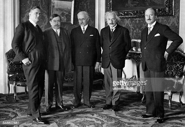 Einstein Albert physicist Germany/USA *14031879 Einstein with the French embassador Andre FrancoisPoncet and former Prime Minister Paul Painleve in...