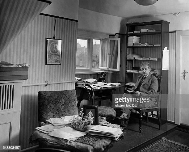 Einstein, Albert - physicist, Germany/USA *14.03.1879-+ - in his study in Berlin - 1927 - Vintage property of ullstein bild