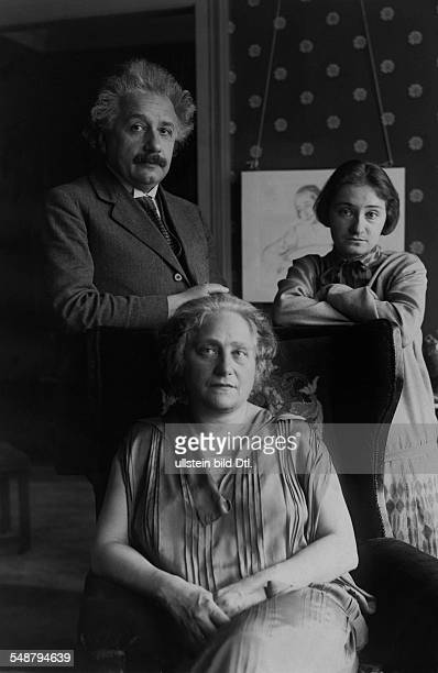 Einstein Albert physicist Germany/USA *14031879 with his wife Elsa and their daughter Margot at home in Berlin Published by 'BZ' Vintage property of...