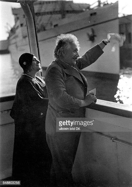 Einstein Albert physicist Germany/USA *14031879 with his wife Elsa aboard of the 'San Francisco' at their departure from Los Angeles after a twomonth...