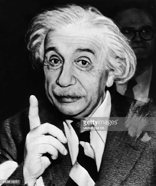 Einstein, Albert - physicist, Germany/USA*14.03.1879-+- giving a speech - undated- Vintage property of ullstein bild