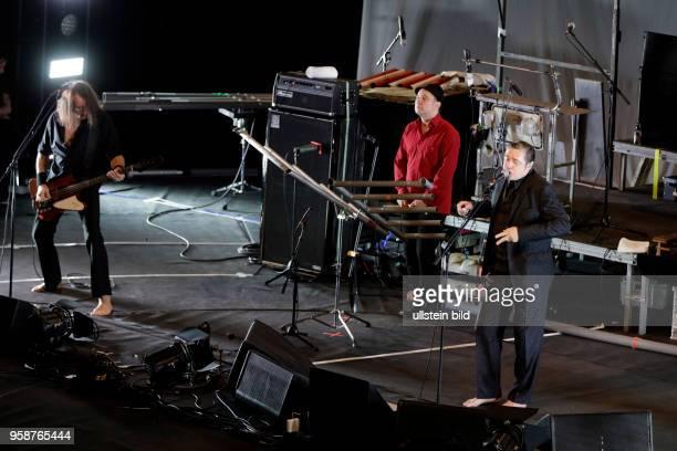 """Einstürzende Neubauten """"Greatest Hits""""-Tour Die Einstürzende Neubauten bestehen aus: Blixa Bargeld , NU Unruh , Alexander Hacke , Jochen Arbeit ,..."""