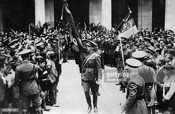 Einweihung der republikanischen Flaggedurch Kriegsminister Azanaoghne weitere Angaben nach April 1931