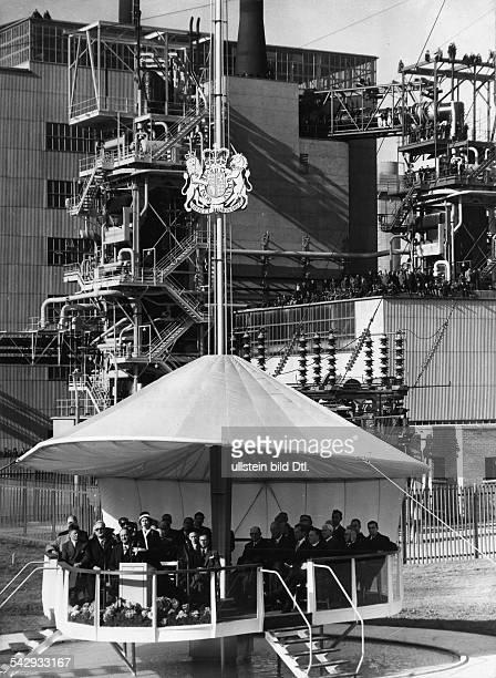 Einweihung des Atomkraftwerk von Calder Hall CoCumberland mit Königin Elisabeth II von Grossbritanien