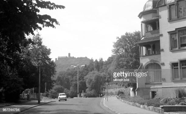 Eisenach in Thüringen Blick zur Wartburg 1969 Reinhard Kaufhold Technische Qualität bedingt durch historische Vorlage