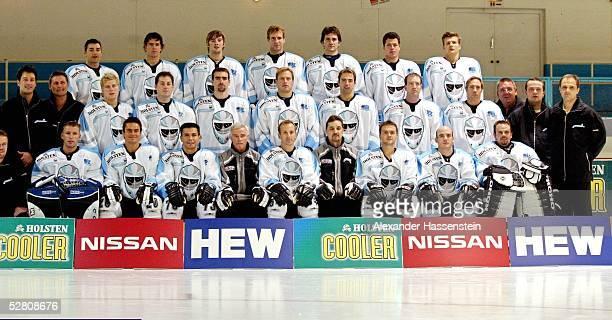 Eishockey DEL 03/04 Hamburg Hamburg Freezers/Fototermin Team Hamburg Freezers hintere Reihe vl Dan LAMBERT Markus SCHROEDER Peter ABSTREITER Jason...