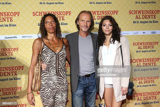 Eisi Gulp and his wife Yvonne and their daughter Aliyah during the premiere of the film 'Schweinskopf al dente' at Mathaeser Filmpalast on August 2...