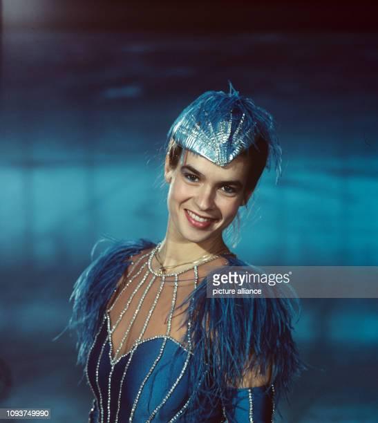 EiskunstlaufOlympiasiegerin Katarina Witt aufgenommen am in ihrem neuen Kostüm vor der Kurzkür bei den DDRMeisterschaften im Eissportstadion am...