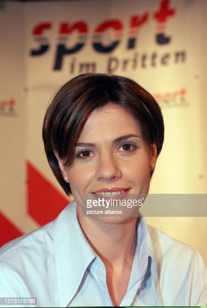 Eisschnelläuferin Franziska Schenk am 1061999 auf einer Pressekonferenz in Stuttgart Die 25jährige EisschnellaufWeltmeisterin Studentin der...