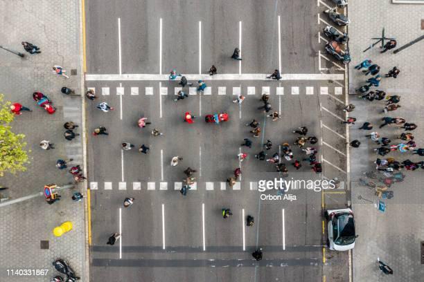 barrio del eixample en barcelona - barcelona spain fotografías e imágenes de stock