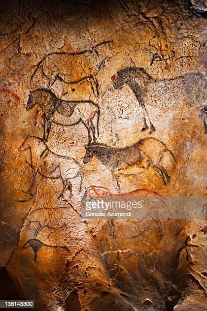 ekain cave, ekainberri cave. - pintura rupestre fotografías e imágenes de stock