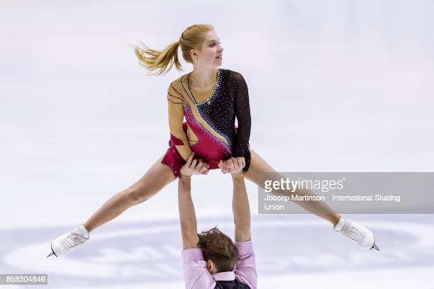 Ekaterina Alexandrovskaya and Harley Windsor of Australia compete in the Pairs Free Skating during day two of the ISU Junior Grand Prix of Figure...