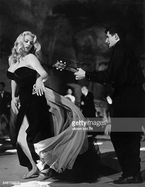 Ekberg Anita Actress Sweden * Scene from the movie 'La Dolce Vita'' Directed by Federico Fellini Italien / Frankreich 1960 1960 Vintage property of...