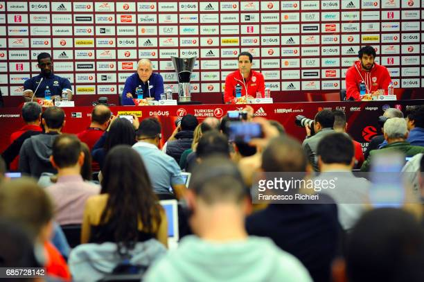 Ekpe Udoh #8 of Fenerbahce Istanbul Zeljko Obradovic Head Coach of Fenerbahce Istanbul Giannis Sfairopoulos Head Coach of Olympiacos Piraeus and...