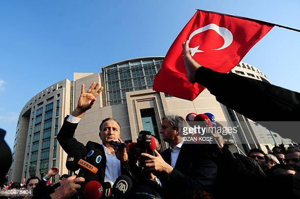 Ekrem Dumanli editorinchief of the Zaman newspaper Turkey's topselling newspaper waves to supporters after he relaised by court during demostration...