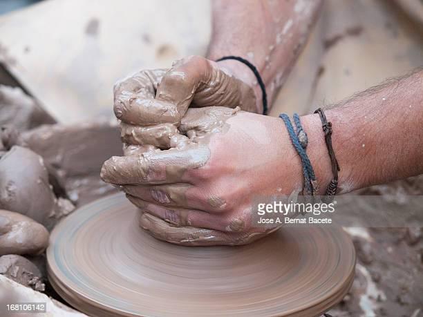 el arte en sus manos - arte stock photos and pictures
