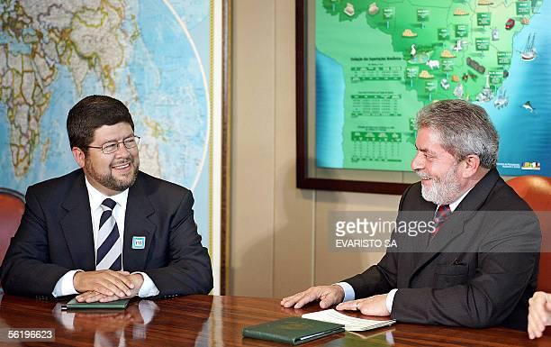 El candidato presidencial de Bolivia Samuel Medina del partido Unidad Nacional se reune con el presidente brasileno Luiz Inacio Lula da Silva en el...
