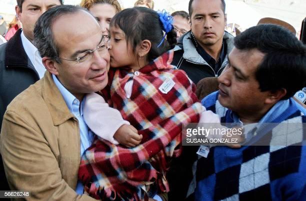 El candidato presidencial del partido de Accion Nacional Felipe Calderon recibe un beso de Daniela Lopez durante un desayuno en la delegacion...