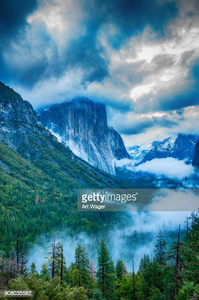 el capitan in the clouds over yosemite valley - el capitan yosemite national park stock pictures, royalty-free photos & images