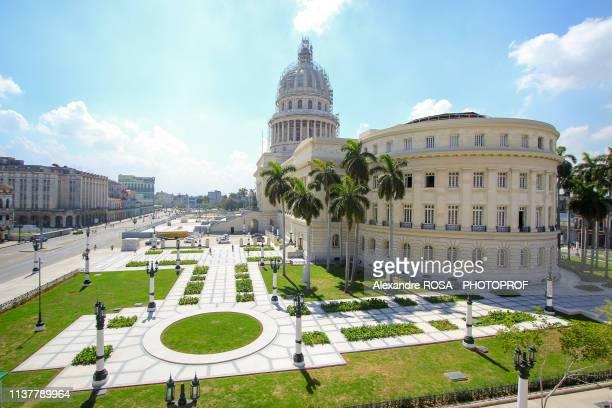 el capitolio, the national capitol building in la havana, cuba - capitali internazionali foto e immagini stock