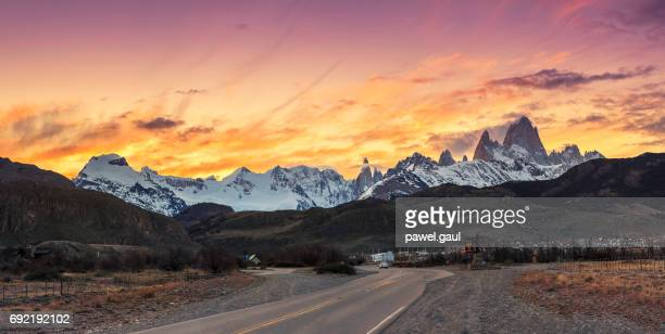 el chaltén with fitz roy mountain - chalten stock pictures, royalty-free photos & images
