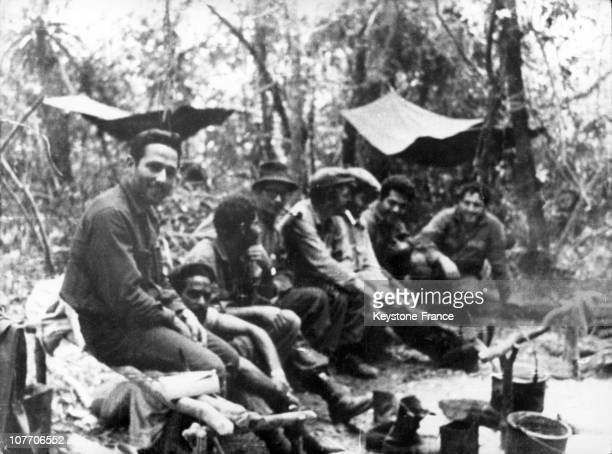 El Che Amongst The Bolivian Guerilleros A Week Before His Death On October 02Nd 1967