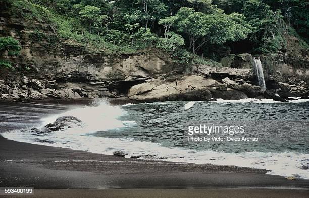 el chorro waterfall (montezuma beach) - victor ovies fotografías e imágenes de stock