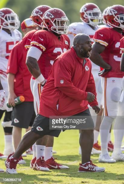 El coordinador ofensivo de los Chiefs de Kansas City Eric Bieniemy es uno de los hombres que los Dolphins han entrevistado para el puesto de...