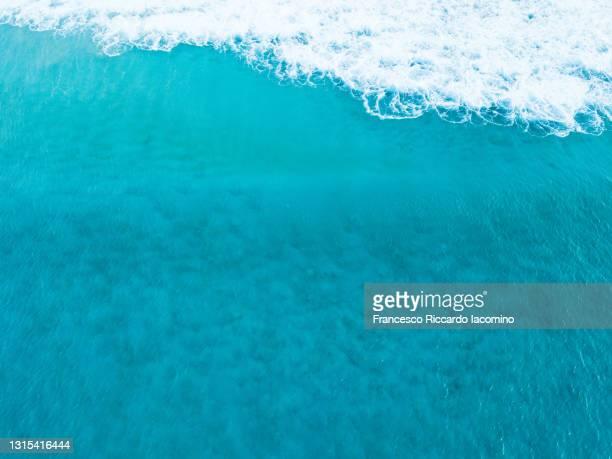 el cotillo blue waves in fuerteventura, canary islands, spain. aerial view - francesco riccardo iacomino spain foto e immagini stock