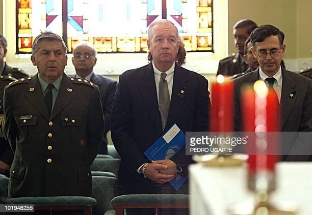 El director de la Agencia Antidrogas de Estados Unidos Thomas Constantine junto al director de la Policia Nacional de Colombia Rosso Jose Serrano y...