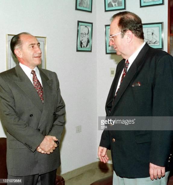 El ex General Lino Cesar Oviedo conversa con el Presidente del Tribunal Superior de Justicia Electoral Carlos Mojoli, el 14 de Setiembre en Asuncion,...