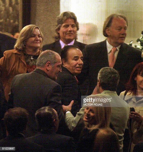 El ex presidente argentino Carlos Menem acompanado de su esposa Cecilia Bolocco es recibido a su llegada al club Sirio de Santiago el 02 de julio de...