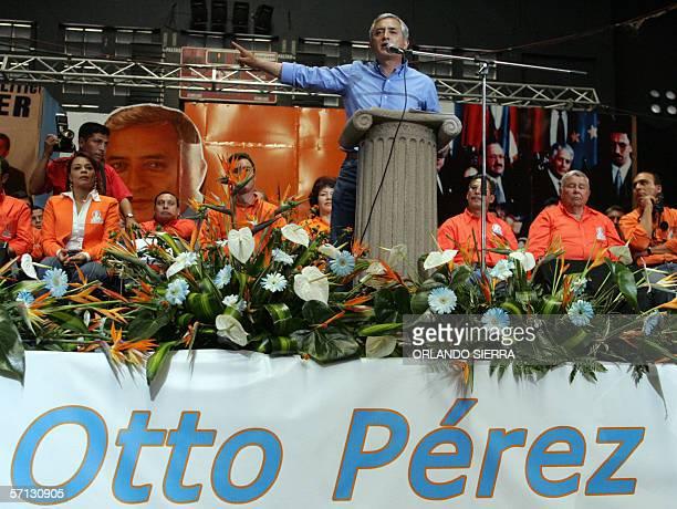 El general Otto Perez Molina brinda un discurso durante el lanzamiento de su candidatura presidencial por el Partido Patriota para las elecciones de...