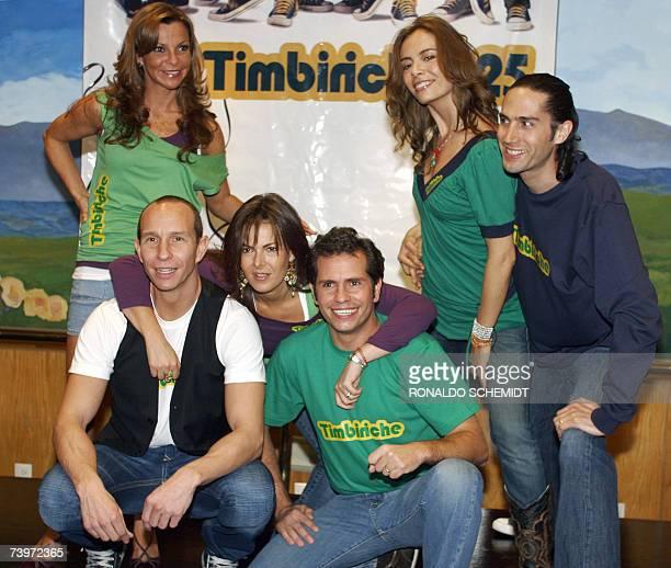 El grupo de musica pop Timbiriche posa a los fotografos en una conferencia de prensa en Ciudad de Mexico el 25 de abril de 2007 para anunciar una...